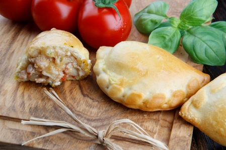 CMIS03-Calzone-Cumin-Chicken-and-Fetta