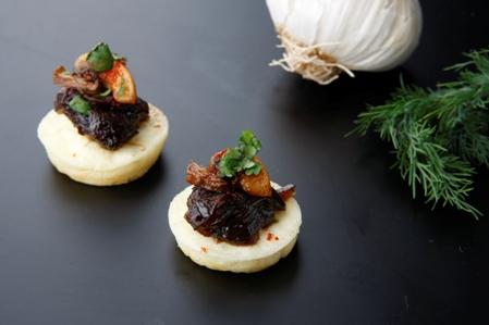 CRO001 Blinis caramelised onion and mushroom