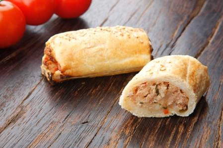 CSU605 Sausage rolls lamb harissa GARNISH WHITE SESAME